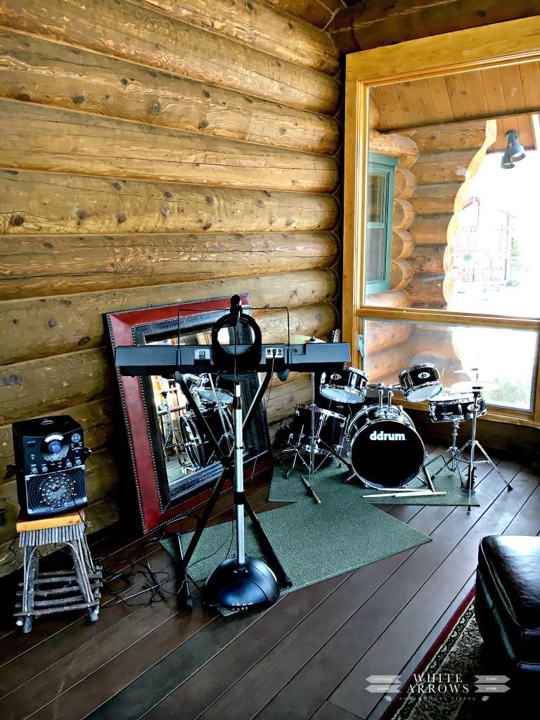music room, log home