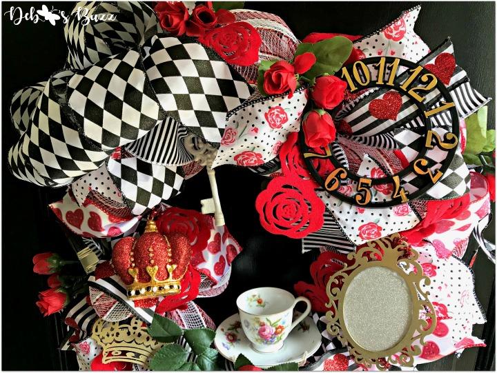 alice-in-wonderland-theme-wreath-tea-roses-feature