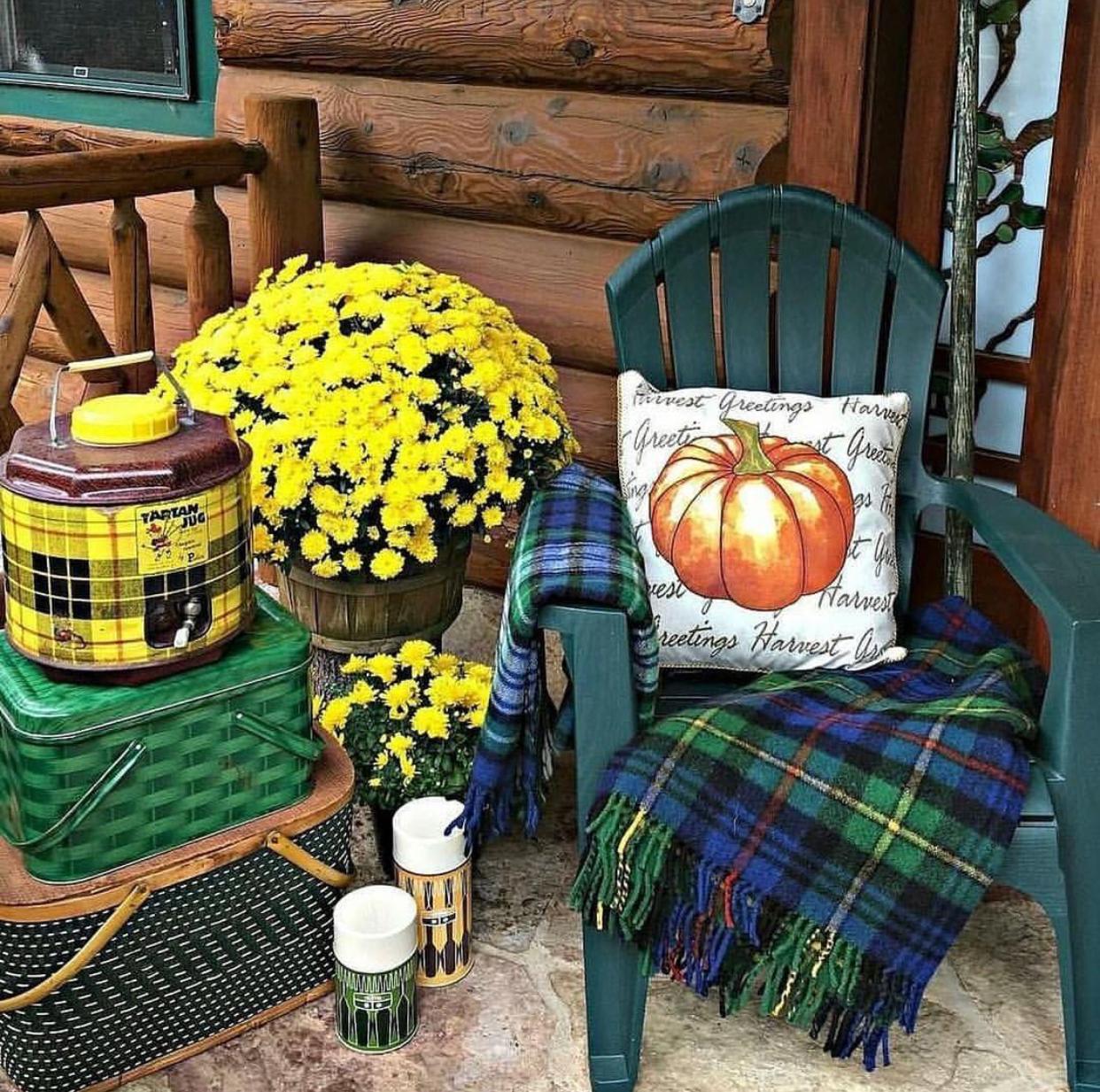 Fall Porch Decor, Vintage Decor, Rustic Decor, Log Cabin, Plaids
