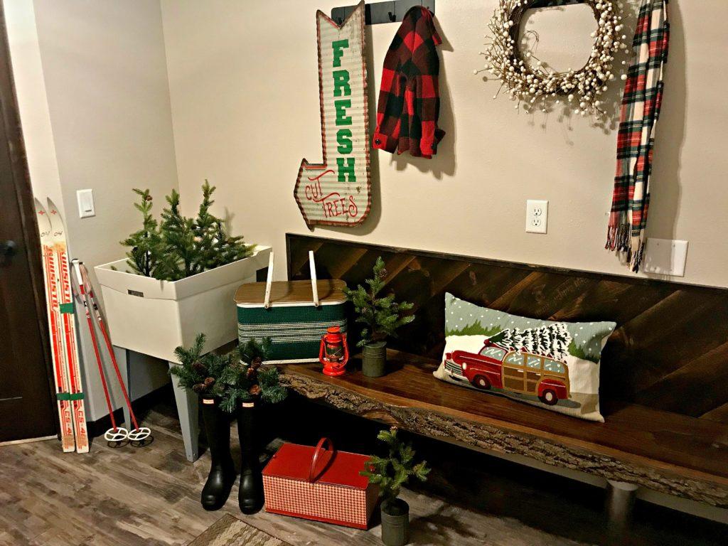 christmas-entry-way-mudroom