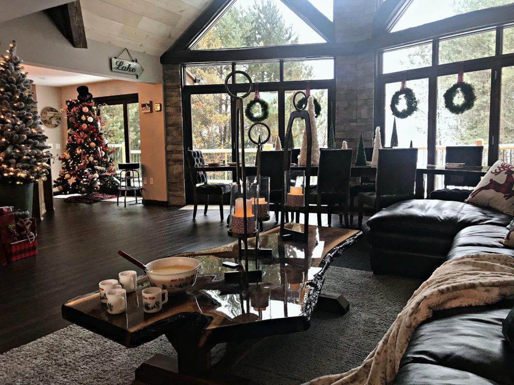 christmas-great-room-lake-house-vactiaon-rental