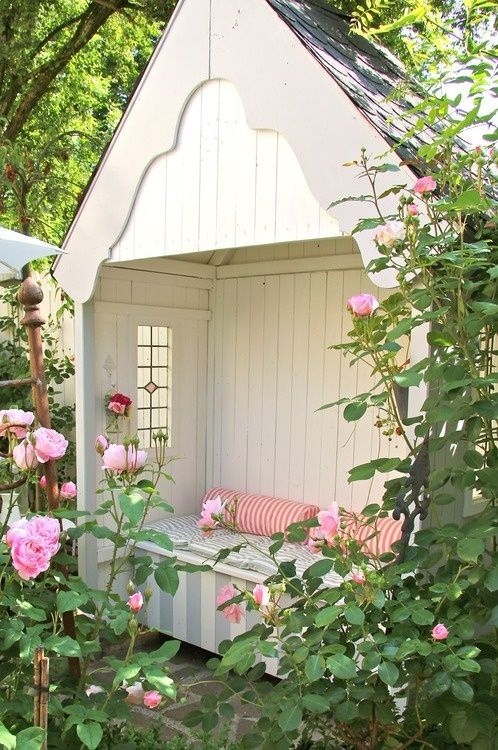 book-nook-outdoor-reading-backyard-she-shed