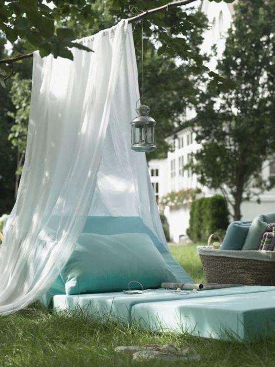 book-nook-outdoor-reading-backyard