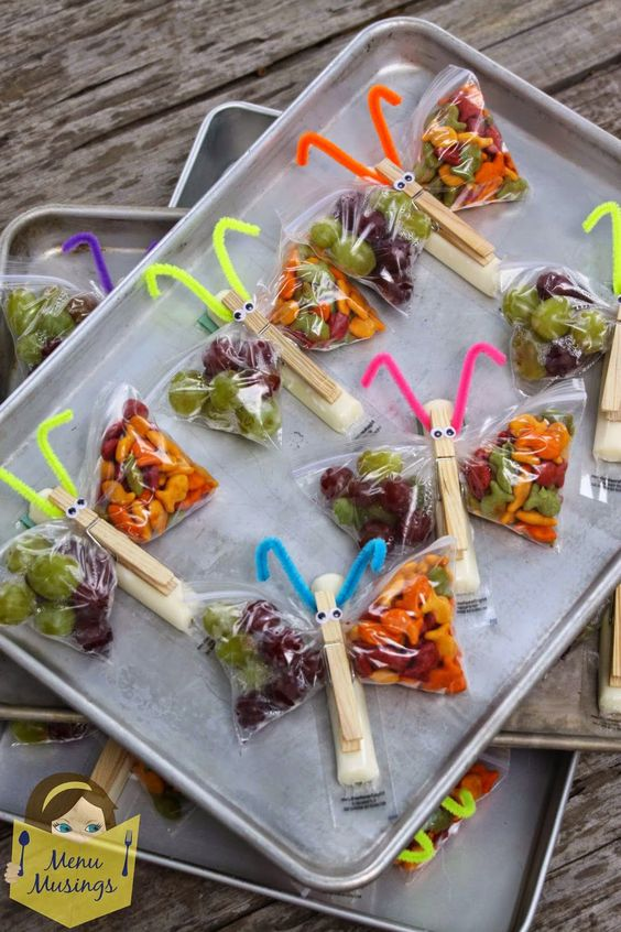 Cute After School Snacks- made like butterflies with goldfish and grapes