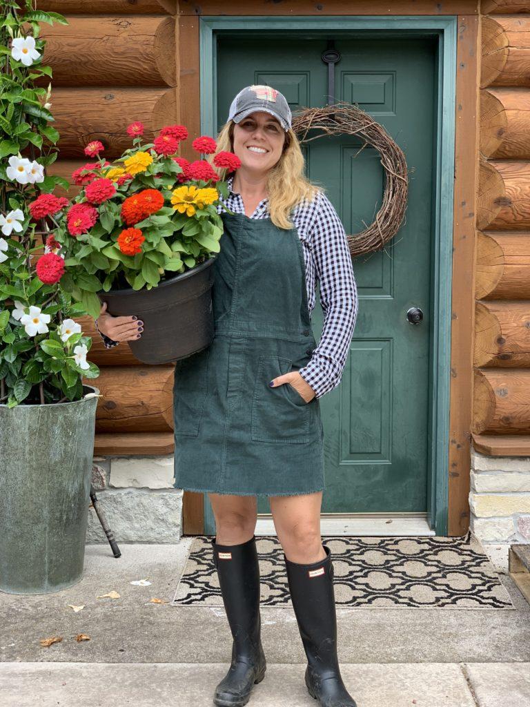 Kristin Lenz holding zinnias