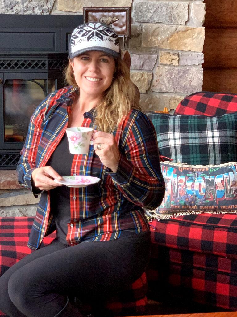 Kristin Lenz drinking tea