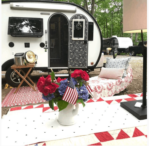 camper with vintage accesories